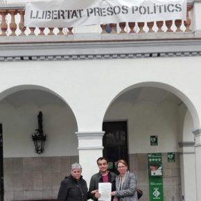 Ciutadans (Cs) Cerdanyola reclama davant la Junta Electoral de Zona la retirada de la pancarta dels polítics presos del balcó de l'Ajuntament